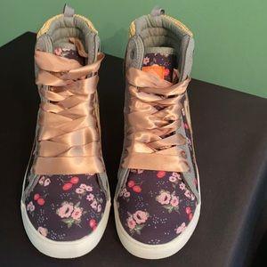 Poppy Hightop Sneakers size 6